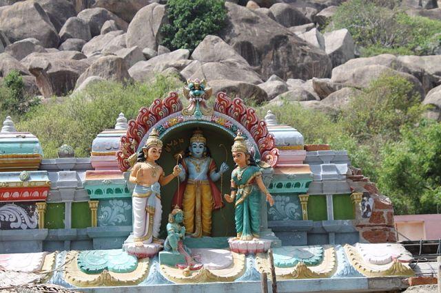 800px-Ardhagiri_Temple