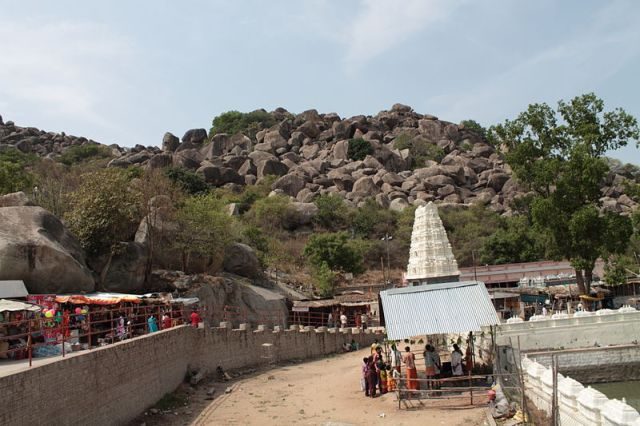 800px-Ardhagiri_Temple_View